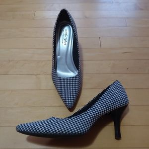 White and black houndstooth 2 inch heels, size 11